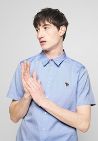 PS Paul Smith - MENS CASUAL FIT BADGE - Shirt - light blue - 3