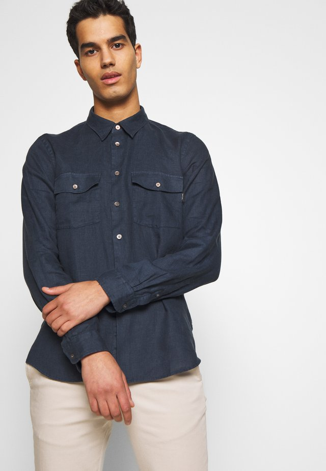 MES TAILORED FIT SHIRT - Skjorta - navy