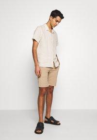 PS Paul Smith - MENS CASUAL FIT SHIRT - Skjorta - ivory - 1
