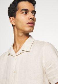PS Paul Smith - MENS CASUAL FIT SHIRT - Skjorta - ivory - 4