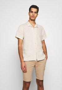 PS Paul Smith - MENS CASUAL FIT SHIRT - Skjorta - ivory - 0