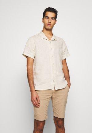 MENS CASUAL FIT SHIRT - Camisa - ivory