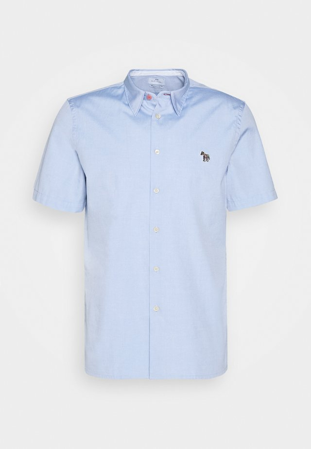 MENS CASUAL FIT BADGE - Camicia - light blue