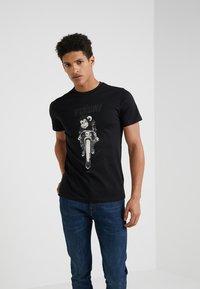 PS Paul Smith - Camiseta estampada - black - 0