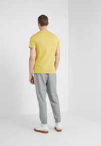 PS Paul Smith - Basic T-shirt - yellow - 2