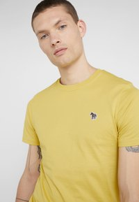 PS Paul Smith - Basic T-shirt - yellow - 3