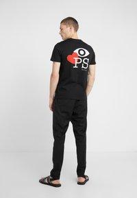 PS Paul Smith - MENS SLIM FIT LOVE - Camiseta estampada - black - 2