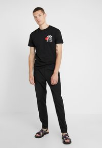 PS Paul Smith - MENS SLIM FIT LOVE - Camiseta estampada - black - 1