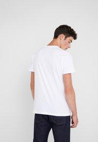 PS Paul Smith - REGULAR FIT DINO - T-Shirt print - white - 2