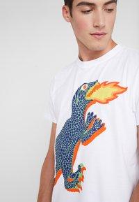 PS Paul Smith - REGULAR FIT DINO - T-Shirt print - white - 4