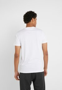 PS Paul Smith - SLIM FIT MONKIES - T-shirts med print - white - 2