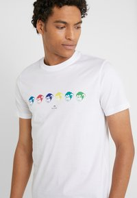 PS Paul Smith - SLIM FIT MONKIES - T-shirts med print - white - 4