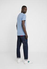 PS Paul Smith - MENS SLIM FIT TSHIRT CLOUD ZEBRA - Print T-shirt - blue - 2