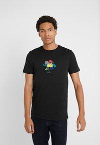 PS Paul Smith - MENS SLIM FIT TSHIRT CLOUD ZEBRA - T-shirt z nadrukiem - black - 0