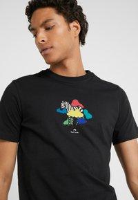 PS Paul Smith - MENS SLIM FIT TSHIRT CLOUD ZEBRA - T-shirt z nadrukiem - black - 3
