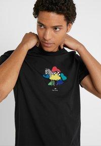 PS Paul Smith - MENS SLIM FIT TSHIRT CLOUD ZEBRA - T-shirt z nadrukiem - black - 5