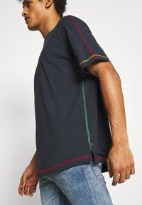 PS Paul Smith - STITCHING - Jednoduché triko - navy - 4