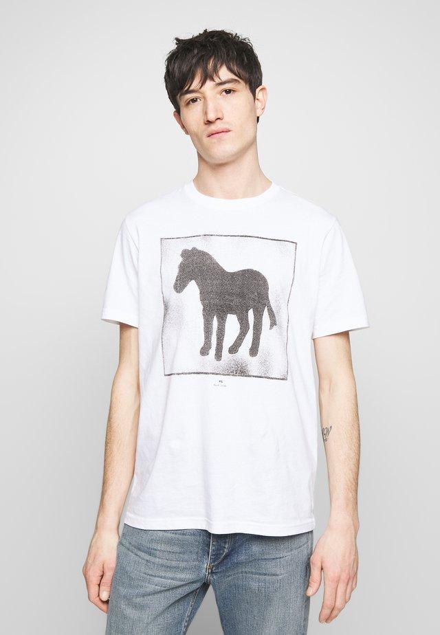 SPRAY ZEBRA - T-shirt med print - white