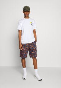 PS Paul Smith - MENS REG FIT GONE FISHING - T-shirts med print - white - 1