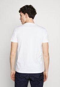 PS Paul Smith - MENS  DALMATION - T-shirt z nadrukiem - white - 2