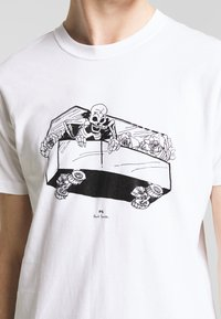 PS Paul Smith - SLIM FIT COFFIN - T-shirts med print - white - 5