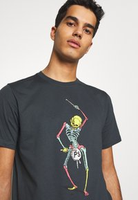 PS Paul Smith - DRUM SKELETON - T-shirts med print - dark grey - 3