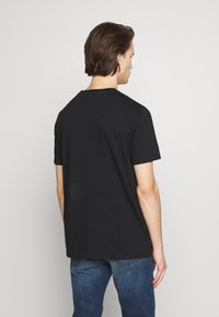 PS Paul Smith - WITH POCKET - T-shirts med print - black - 2