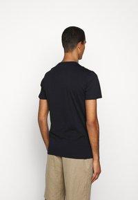 PS Paul Smith - MENS SLIM FIT SKULL - T-shirt con stampa - dark blue - 2