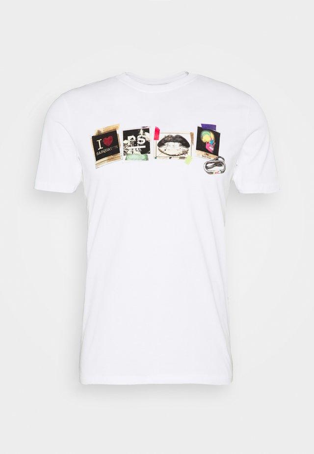 SLIM FIT SASQUATCH - T-shirt med print - white