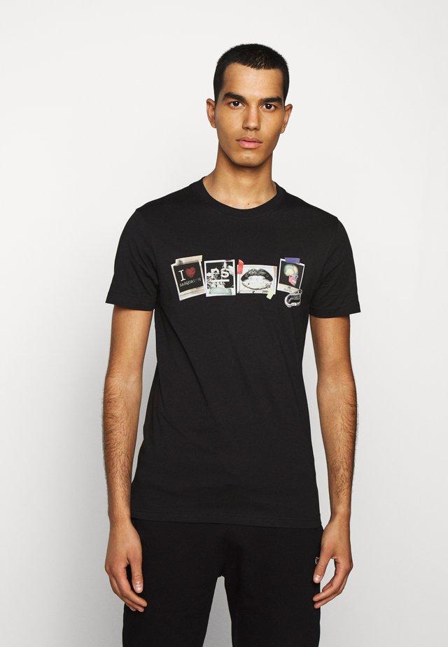 MENS SLIM FIT SASQUATCH - T-shirt z nadrukiem - black