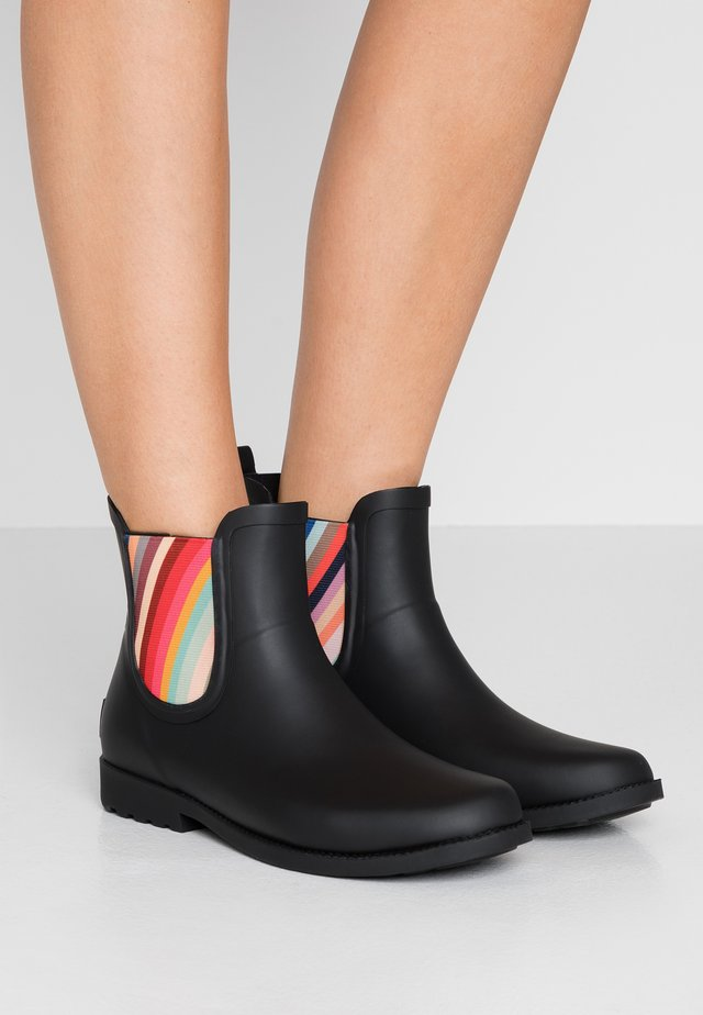 EXCLUSIVE RAINBOOTIE - Kumisaappaat - black