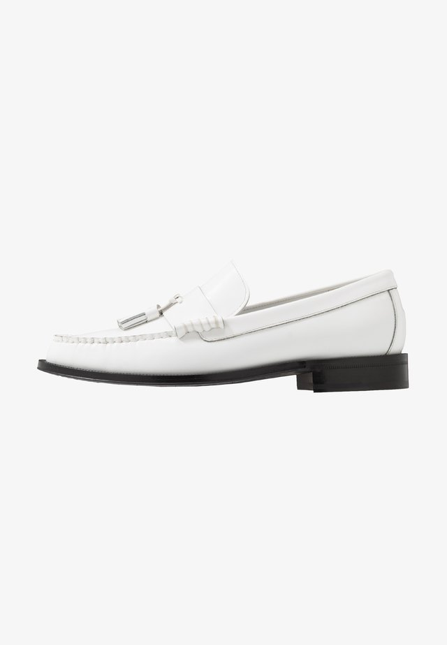 LEWIN - Loaferit/pistokkaat - white