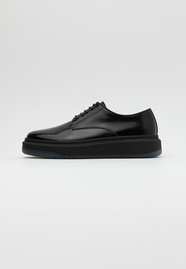 SOANE - Sznurowane obuwie sportowe - black