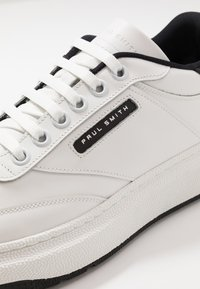 Paul Smith - HACKNEY - Baskets basses - white/black - 6