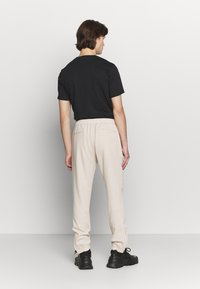 Paul Smith - GENTS DRAWCORD TROUSER - Trousers - beige - 2