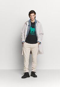 Paul Smith - GENTS DRAWCORD TROUSER - Trousers - beige - 1