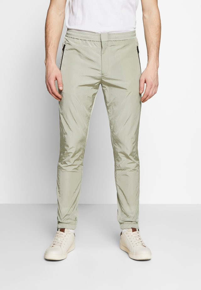 GENTS DRAWCORD TROUSER - Verryttelyhousut - light green