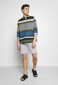 Paul Smith - GENTS - Shorts - lilac - 1