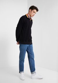Paul Smith - GENTS ZIP COLLAR TOP - Strickpullover - black - 1