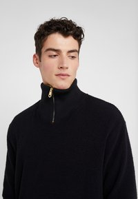 Paul Smith - GENTS ZIP COLLAR TOP - Strickpullover - black - 5