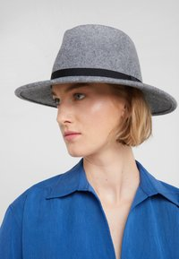 Paul Smith - WOMEN HAT FEDORA - Hatt - grey - 1