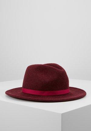 WOMEN HAT FEDORA - Hat - bordeaux