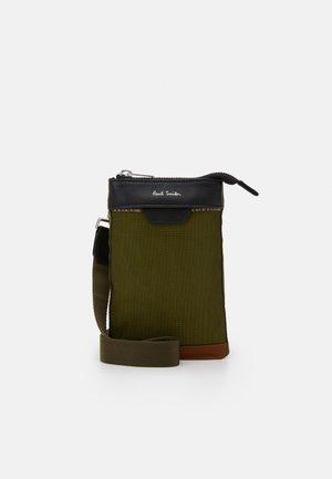 BAG NECK POUCH MAT MIX UNISEX - Across body bag - copper
