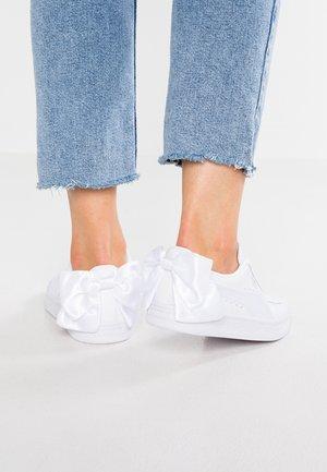 BASKET BOW - Slipper - white