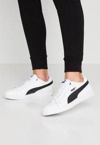 Puma - SMASH - Sneakersy niskie - white/black - 0