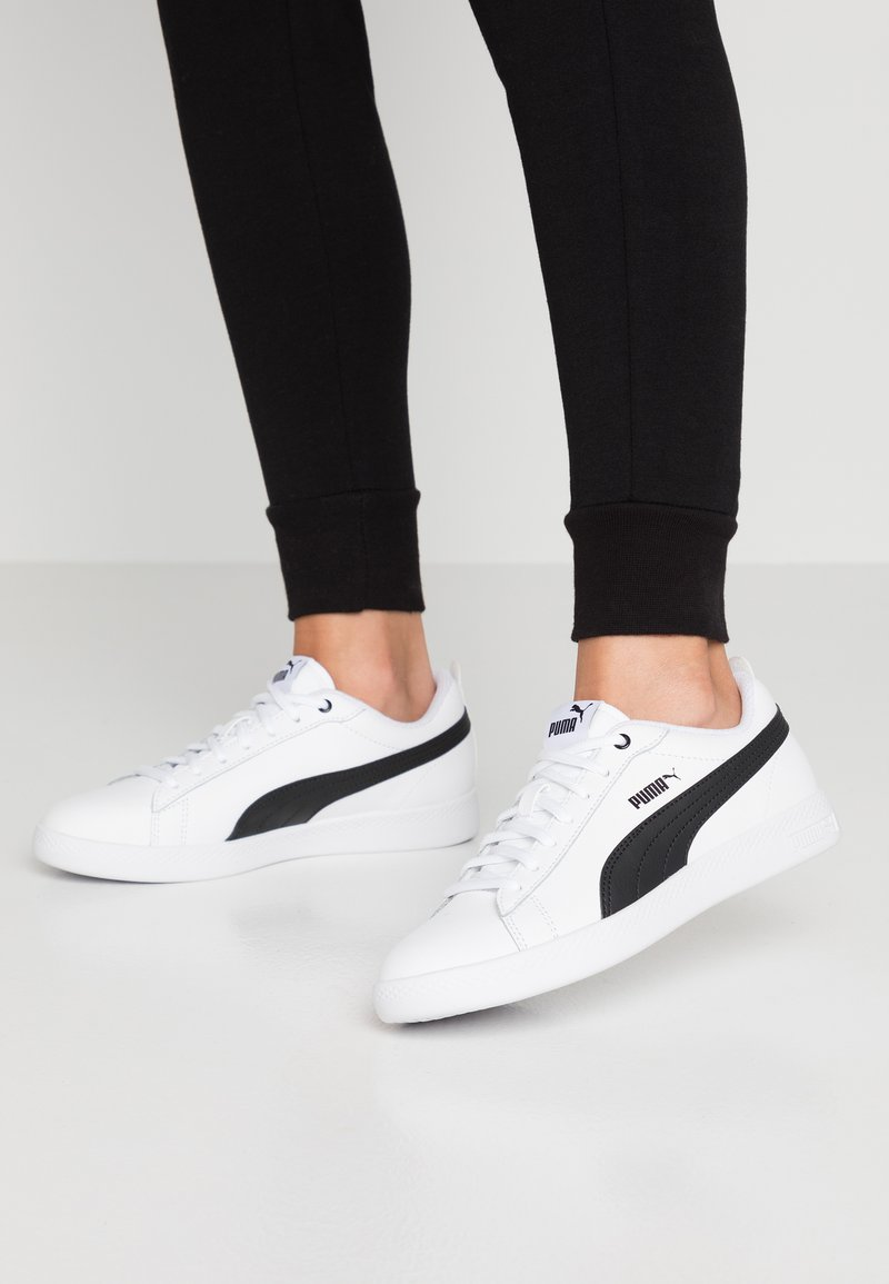 Puma - SMASH - Sneakersy niskie - white/black
