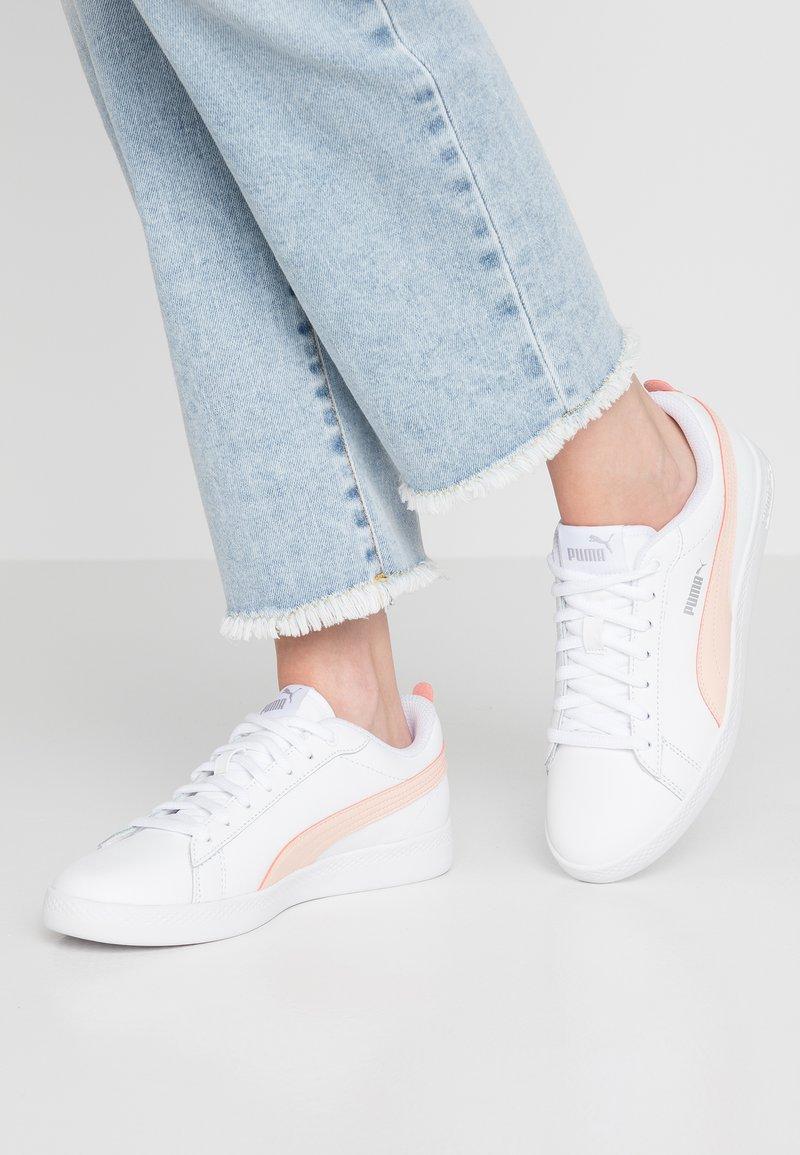 Puma - SMASH - Trainers - white/peach parfait/silver