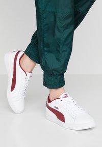 Puma - SMASH - Baskets basses - white/rhubarb - 0