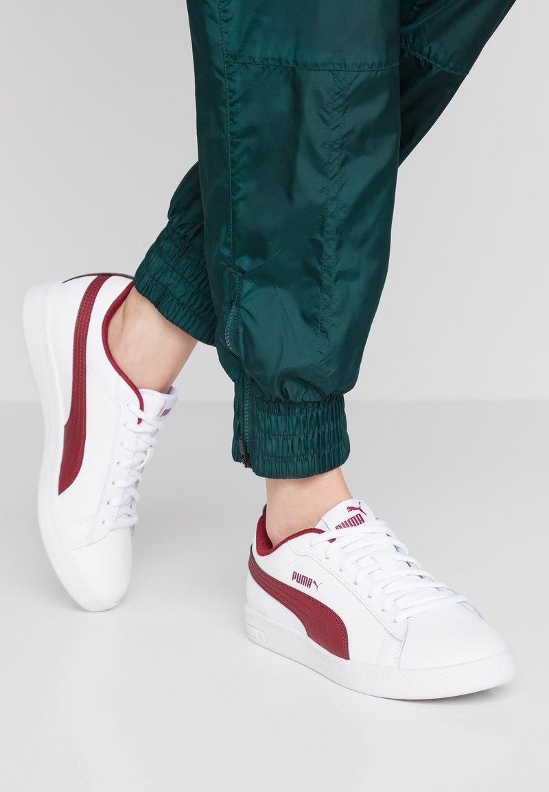 Puma - SMASH - Baskets basses - white/rhubarb