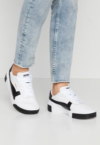 Puma - CALI - Sneaker low - white/black - 0